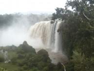 Nach der Regenzeit kommen sehr viel Mengen vom Wasser Richtung Norden.