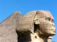 Sphinx und Pyramide